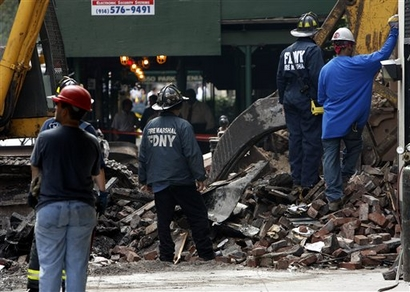 capt-d0aaa78fe20b4e66b724eac4ab40644e-building_collapse_nysw101.jpg